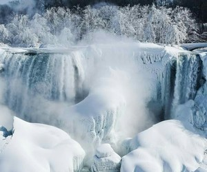 ❄, 🍁, and neve cascate canadaa image