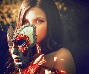 mask and red image