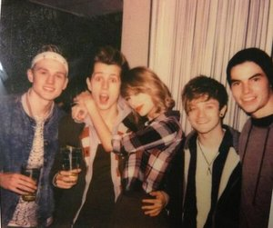 Taylor Swift, the vamps, and tristan evans image