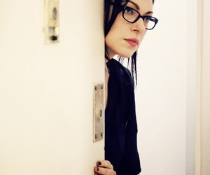 alex vause, oitnb, and laura prepon image