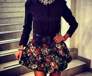 black blouse, falda flores, and neck chic image