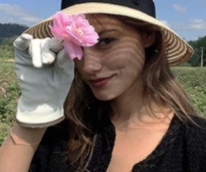 phoebe tonkin, flowers, and icon image