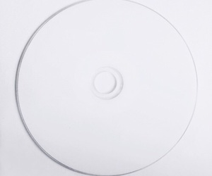 cd and white image