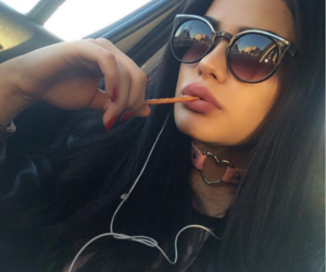 beauty, glasses, and baddies image