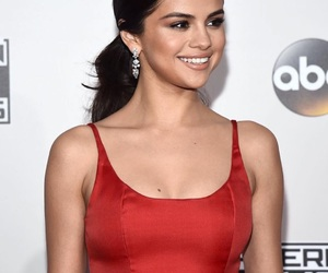 selena gomez, amas‬, and Queen image