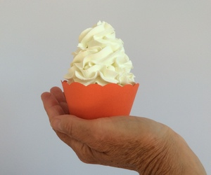 wedding cupcakes, cupcake decoration, and cupcake wrappers image