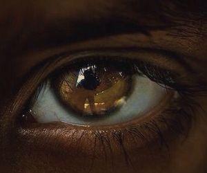 eye and shadow image