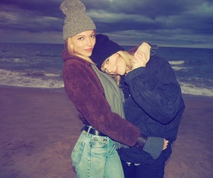 Taylor Swift, martha hunt, and Martha image