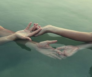 water cool hands image