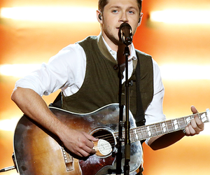 american music awards and niallhoran image