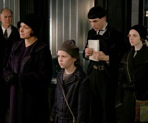 fantastic beasts, credence, and animais fantásticos image