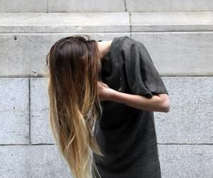 تفسير رؤية الشعر الطويل في الحلم للعزباء للمتزوجه للحامل