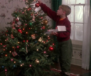 christmas tree and home alone image