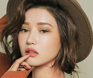 beauty, short hair, and korean model image