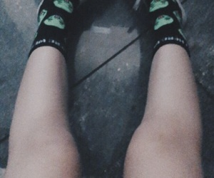 aesthetic, aliens, and knees image