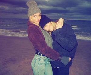 Taylor Swift and martha hunt image