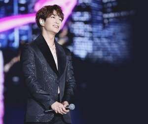 asian boy, Onew, and SHINee image