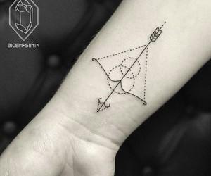 arrow, black, and geometric image