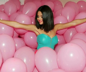 gomez, vacance, and ballons image