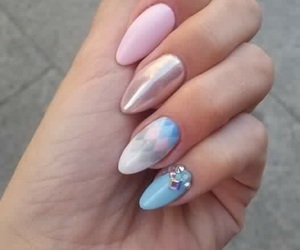 almond and nails image