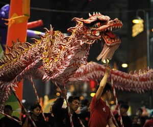 dragon dance, dragon costume culture, and chinesedragoncostume image