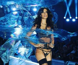 sara sampaio, vs fashion show, and vs angels image