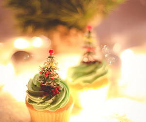 christmas, cozy, and cup cake image