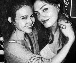 phoebe tonkin and holland roden image