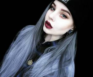 grey hair, long hair, and uniwigs customer show image