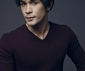 bob morley, the 100, and bellamy image