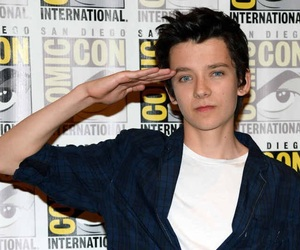 asa butterfield and actor image