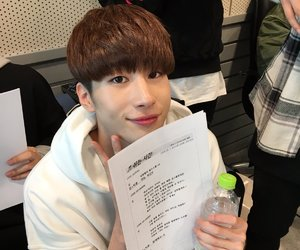 leader, seungwoo, and victon image