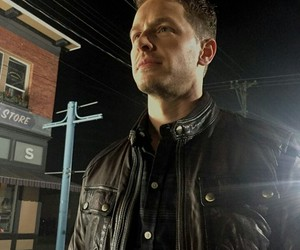 josh dallas and once upon a time image