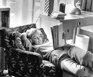 Marilyn Monroe, reading, and retro image