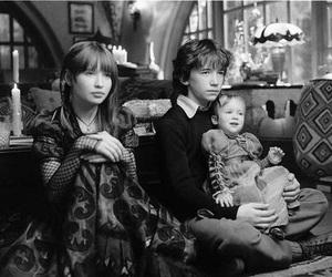 movie, desventuras em série, and black and white image