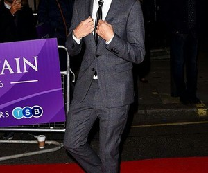 suit and louis tomlinson image