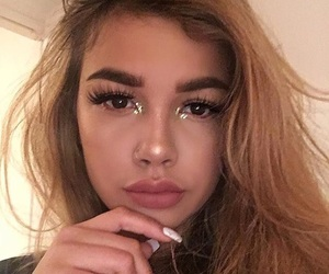 arzaylea and makeup image