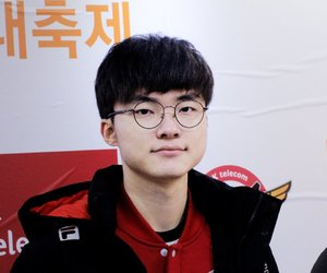 lol and faker image