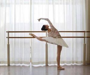 danse ; ballerine image