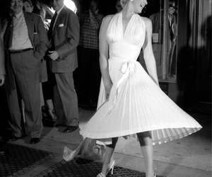 vintage, black and white, and Marilyn Monroe image