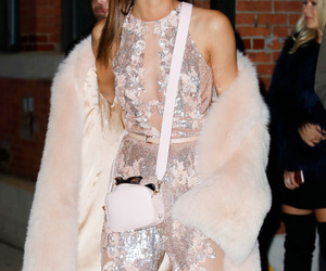 girl, style, and taylor hill image