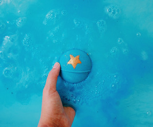 lush cosmetics, bath bomb, and shoot for the stars image