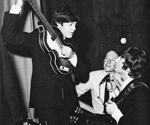 john lennon, Paul McCartney, and the beatles image