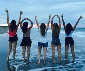 amigas, atardecer, and beach image