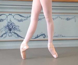 ballerina, ballet, and enpointe image