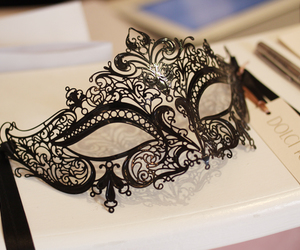 mask and black image