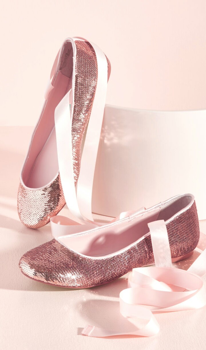 Background Ballet Ballet Shoes Beautiful Beauty Design Fashion Gold Iphone Kawaii Lace Pastel Pink Pointe Shoes Shoes Still Life Style Wallpapers We Heart It Woman Beautiful Shoes Pink Background Beauty Art Pastel