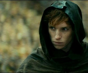 eddie redmayne and pillars of the earth image
