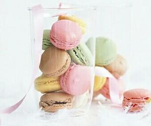 food and macaron image