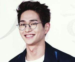 asian boy, leader, and Onew image